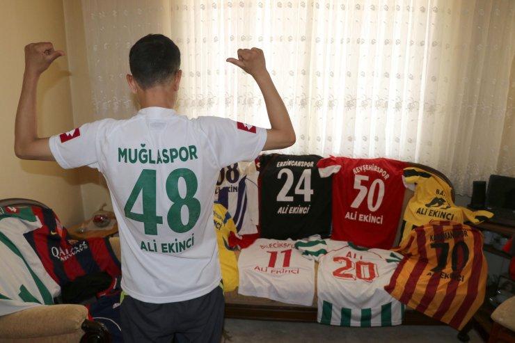 Futbol aşkını koleksiyona çevirdi