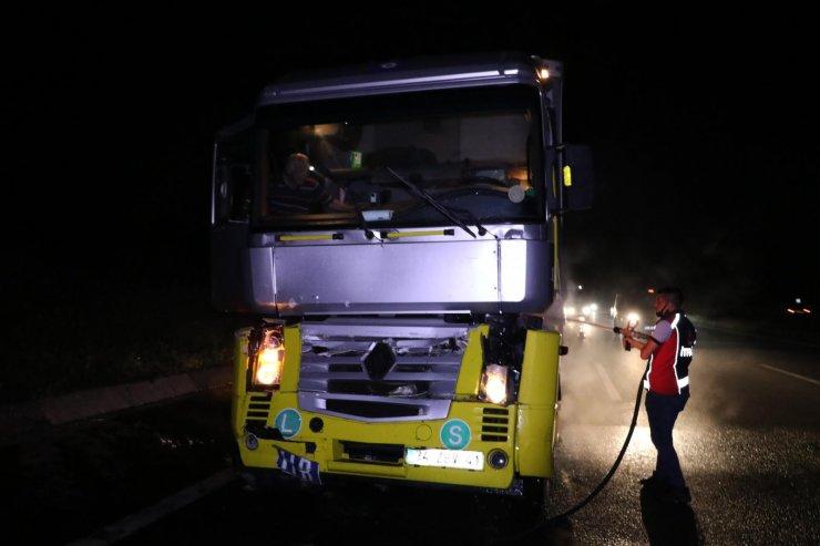 Alkollü sürücünün kullandığı TIR, başka TIR'a çarpıp yandı