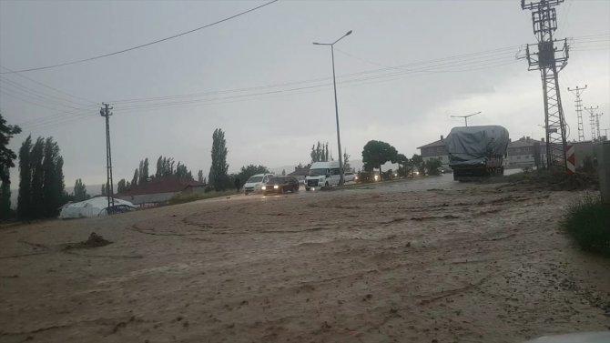 Sivas'ta sağanak sele neden oldu