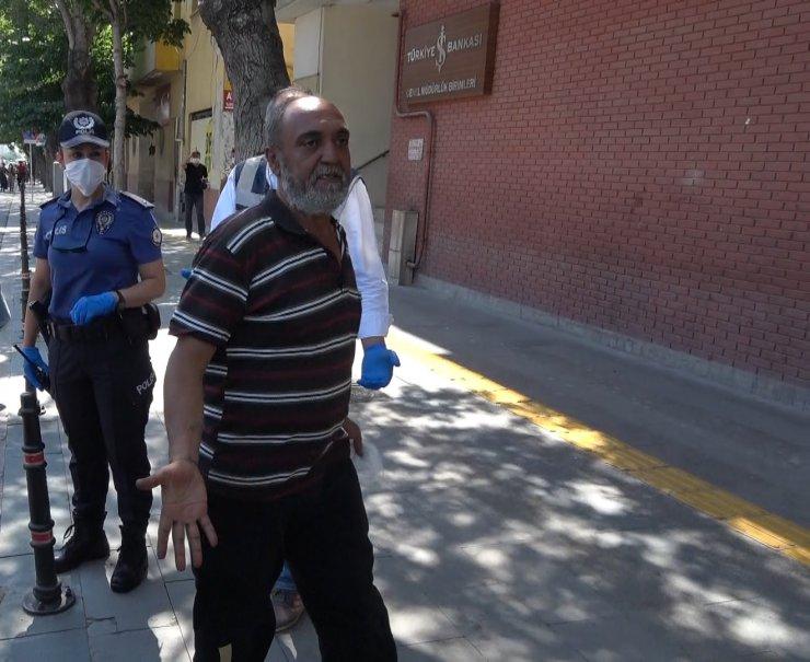 Konya'da maskesiz polise yakalanan adam ceza kesilince kendisini tokatladı