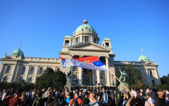 Sırbistan'da Kovid-19 tedbirlerine karşı gösteriler sürüyor