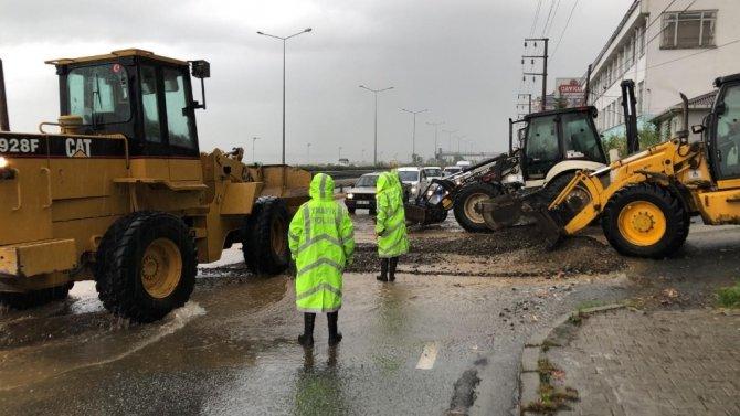 Rize'de şiddetli yağış hayatı olumsuz etkiliyor