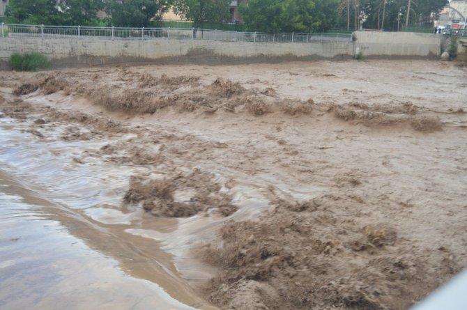 Ağrı'da sel felaketinde işçiler ölümle burun buruna geldi