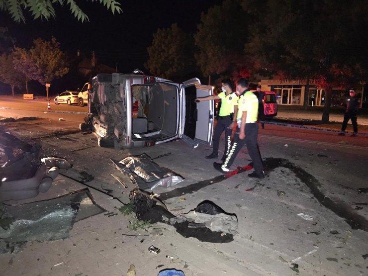 Konya'da minibüs kontrolden çıktı, sürücü hayatını kaybetti