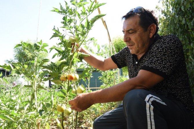 Konya'da parklarda sosyal mesafeye uyuluyor