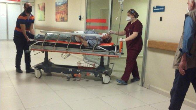 Mantolama yaparken iskeleden düşen işçi ağır yaralandı