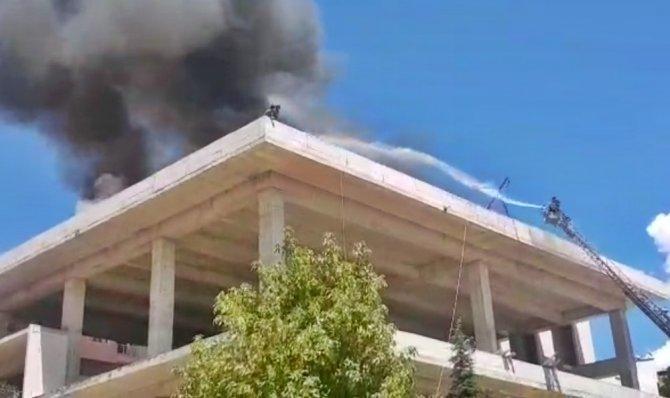 Tunceli'de yangın, 2 işçi son anda kurtuldu