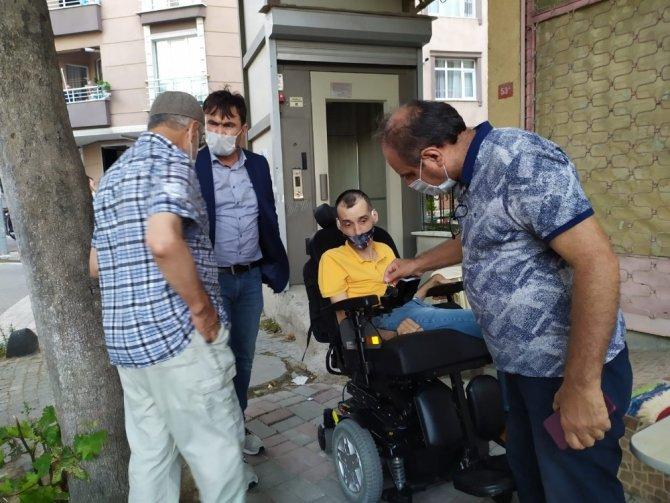 Engelli arabası çalınan genç yeni bir arabaya kavuştu