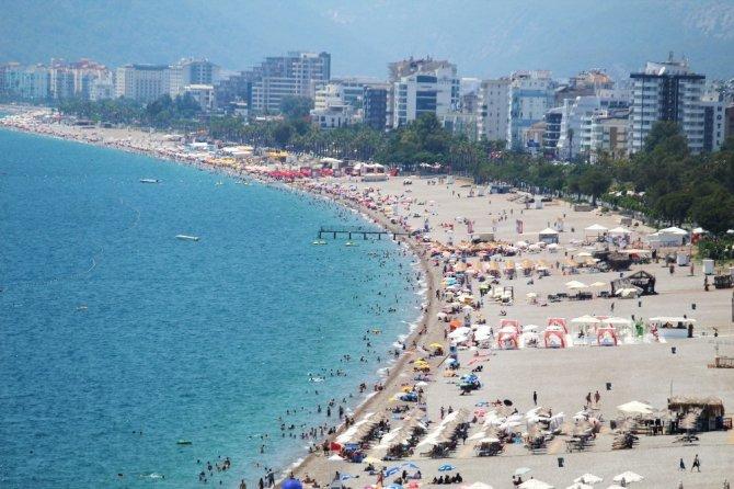 Antalya sahillerinde maskesiz, sosyal mesafesiz serinlik