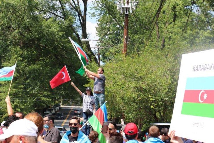 ABD'de Azerbaycanlılar, Ermenilerin protestosunu bastırdı