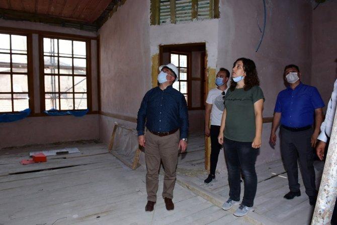 Başkan Aşgın, Velipaşa Hanı'ndaki çalışmaları inceledi