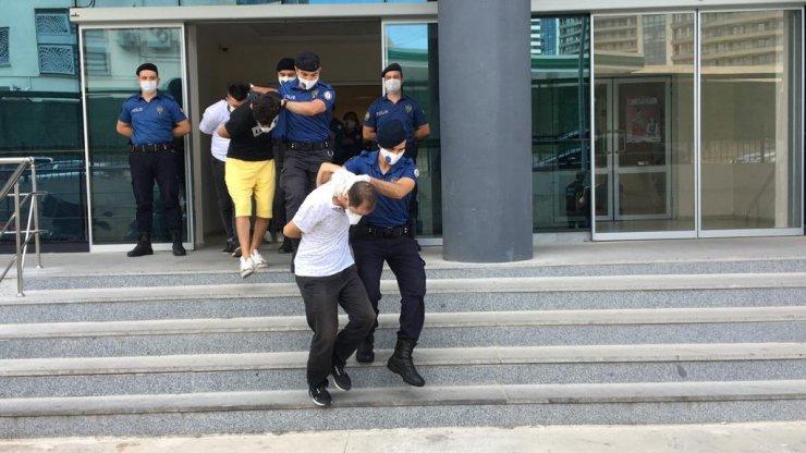 Bursa'da uyuşturucu operasyonunda gözaltına alınan 10 şüpheli adliyede