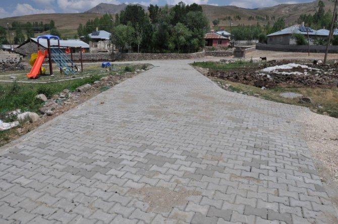 Erciş Belediyesinin parke taşı çalışmaları devam ediyor