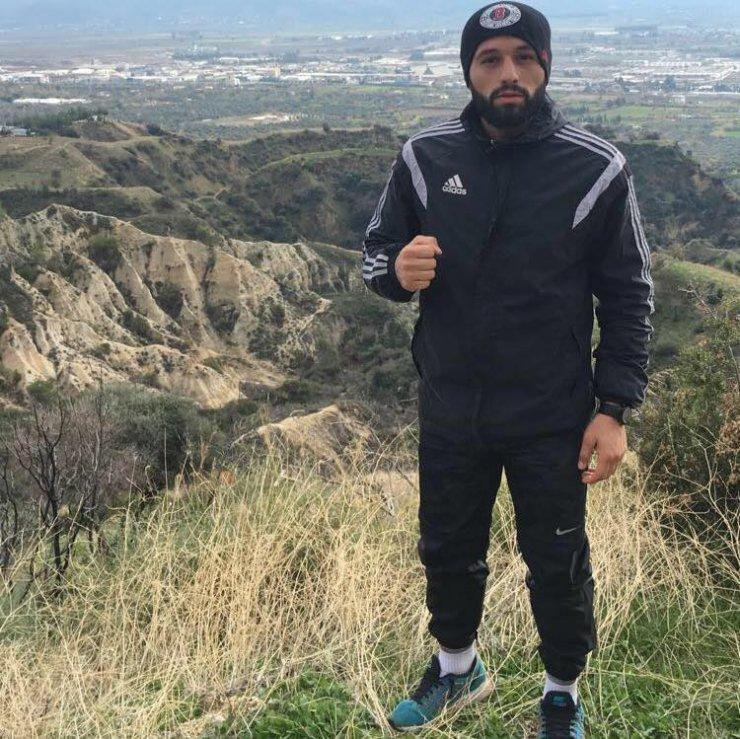 Kick boks sporcusu zeytinlikte intihar etti