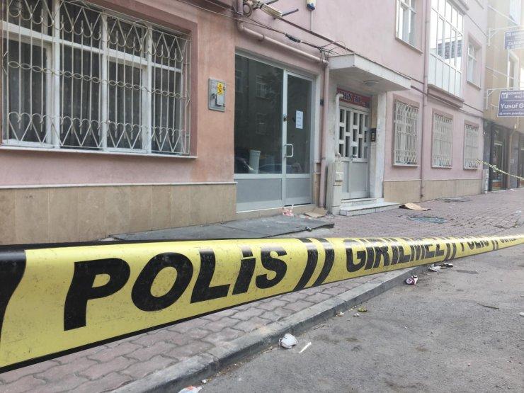 Konya'da çatlaklar oluşan 5 katlı bina boşaltıldı