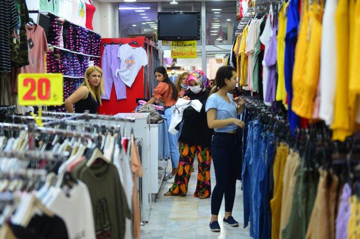 Adana'da bayram öncesi çarşıda yoğunluk arttı
