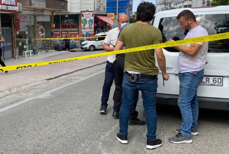 Arkadaşının yaralandığı saldırıdan pantolonundaki mermi deliğiyle kurtuldu