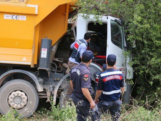 Direksiyon başında fenalaşan sürücü öldü