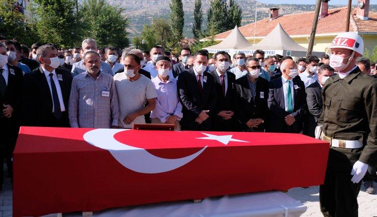 Düğünü yapılması planlanan okul bahçesinde şehide cenaze töreni düzenlendi