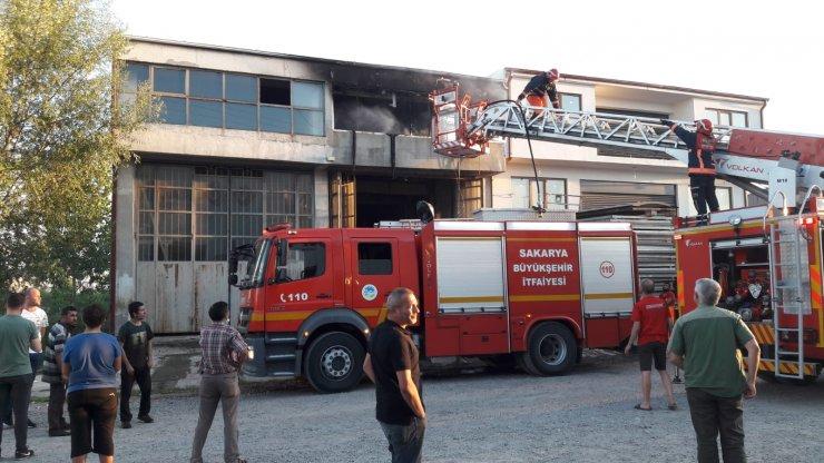 Hurda malzemelerin toplandığı depo yandı