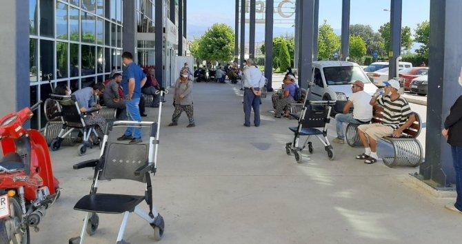 İzmir'de tekel bayide veresiye içki cinayeti: 2 ölü, 1 yaralı