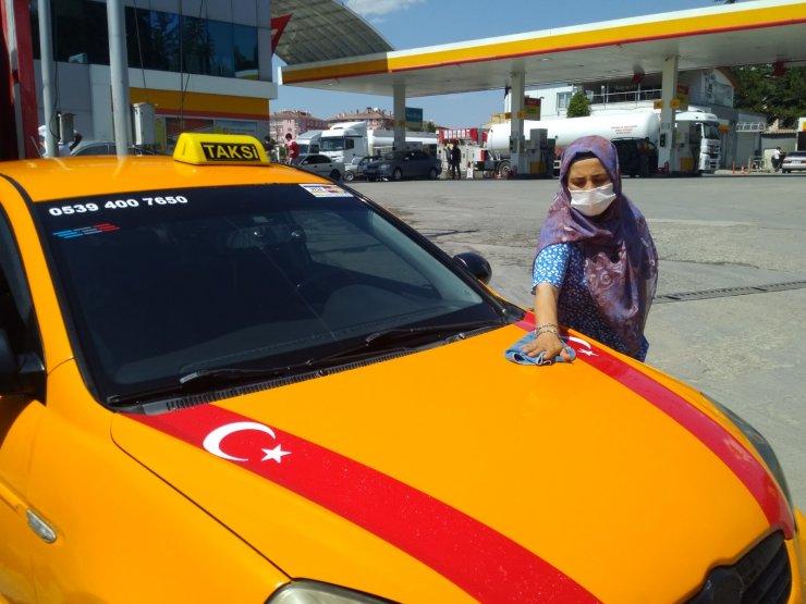 Kadın taksi şoförü, koronavirüs tedbirlerini titizilikle uyguluyor