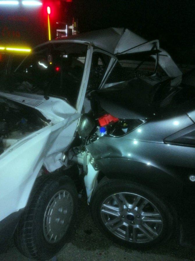 Kastamonu-Tosya yolunda iki otomobil çarpıştı: 1 ölü, 2 yaralı