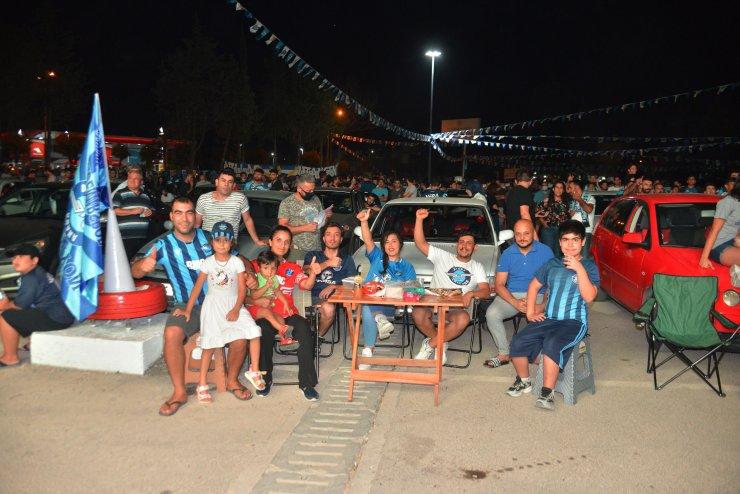 Adana Demirspor taraftarı, Bursaspor maçını açık havada ve araçlarda izledi