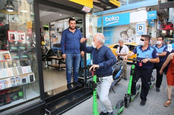 Başkan Gültak, scooterla kent turu attı