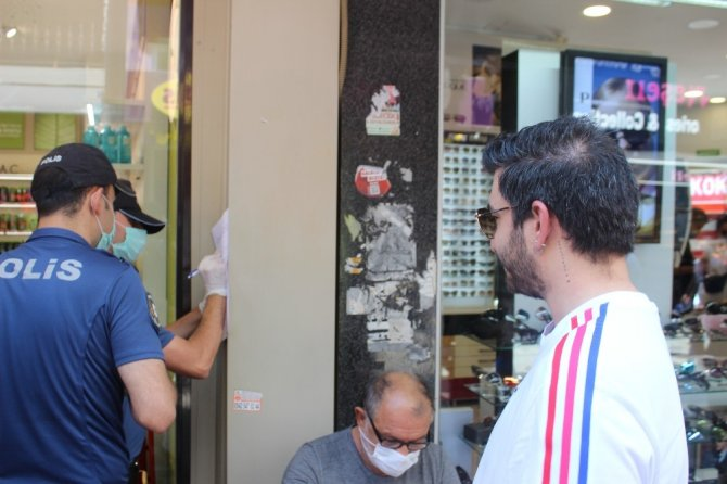 Beşiktaş'ta maske takmayanlara tek tek ceza kesildi