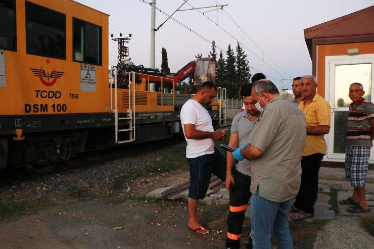 Demiryolu iş aracının çarptığı kişi, yaralandı