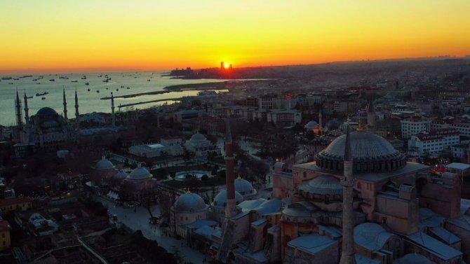 İlk namaza hazırlanan Ayasofya'da gün batımı kartpostallık görüntüler oluşturdu
