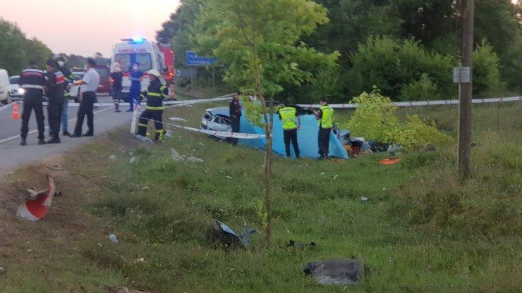 Kamyon ile çarpışan otomobildeki 2'si çocuk 5 kişi öldü