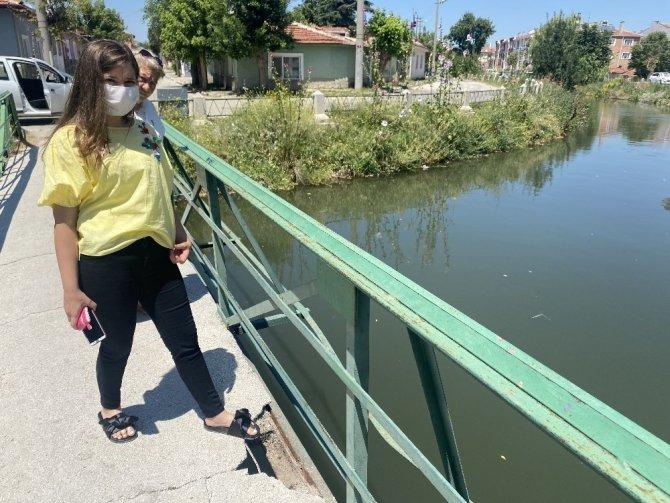 Sulama kanalı üzerindeki köprü tehlike saçıyor