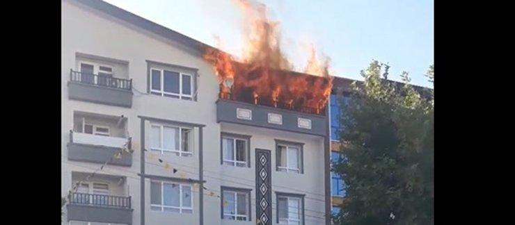 Ankara'da alev alev yanan ev, kullanılamaz hale geldi
