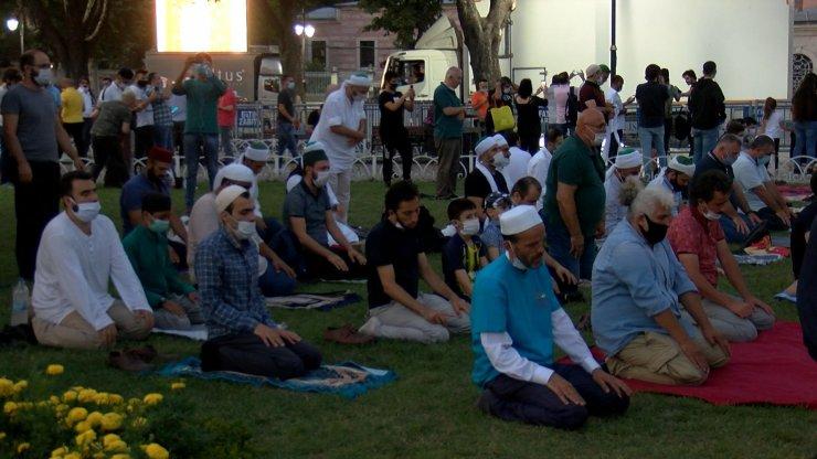 Ayasofya Camii'nde akşam namazı kılındı ses sistemi denendi