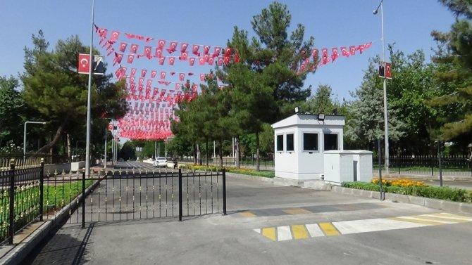 Diyarbakır'da güvenlik nedeni ile 4 yılı aşkındır kapalı olan cadde trafiğe açıldı