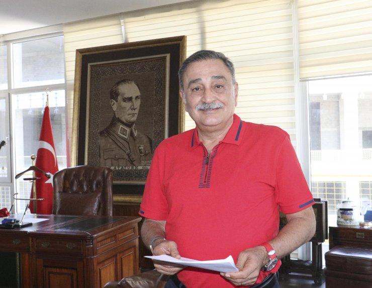 Eski CHP Milletvekili Sinan Aygün: Ayasofya için bu el öpülür