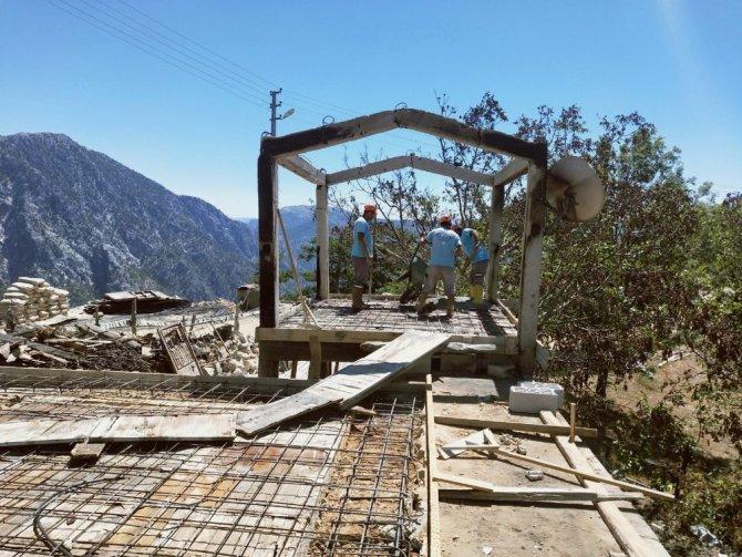 Fatma teyzenin yanan evi yeniden yapılıyor