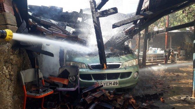 Patlayan çakmak araç yaktı