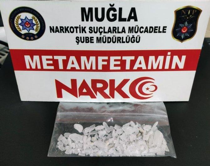 Uyuşturucu tacirlerine gece baskını