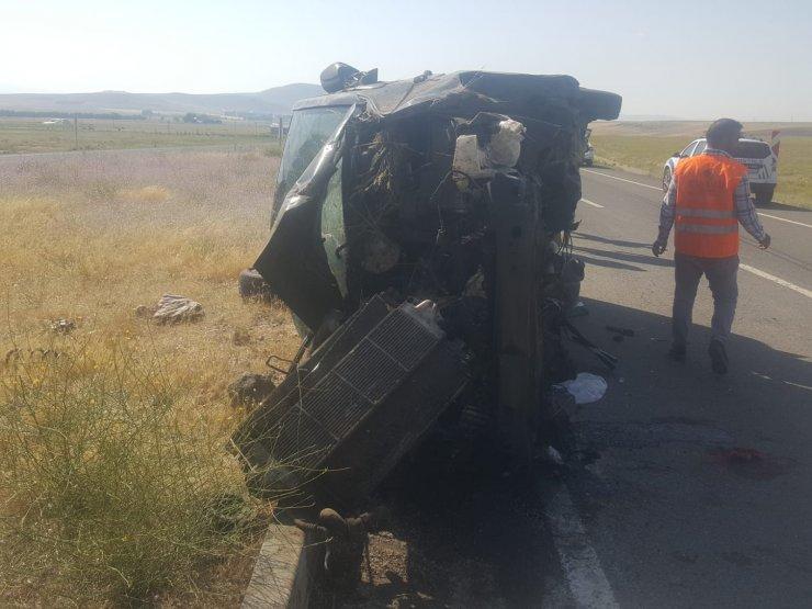 Ağrı'da minibüs devrildi; 3 çocuk öldü, 6 kişi yaralı