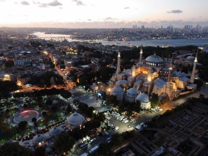 Ayasofya-i Kebir Cami-i Şerifi'nde akşam namazı kılındı