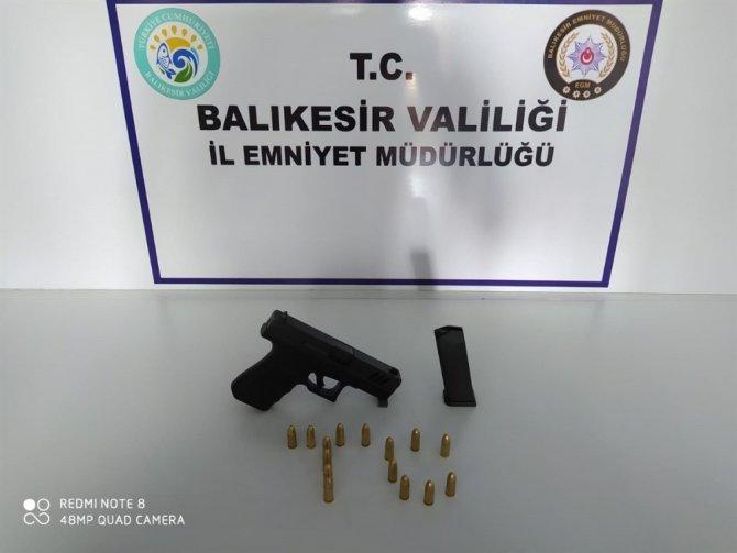 Balıkesir'de polisten silah ve uyuşturucu operasyonu