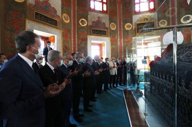 Cumhurbaşkanı Erdoğan, Fatih Sultan Mehmet Han'ın türbesini ziyaret etti