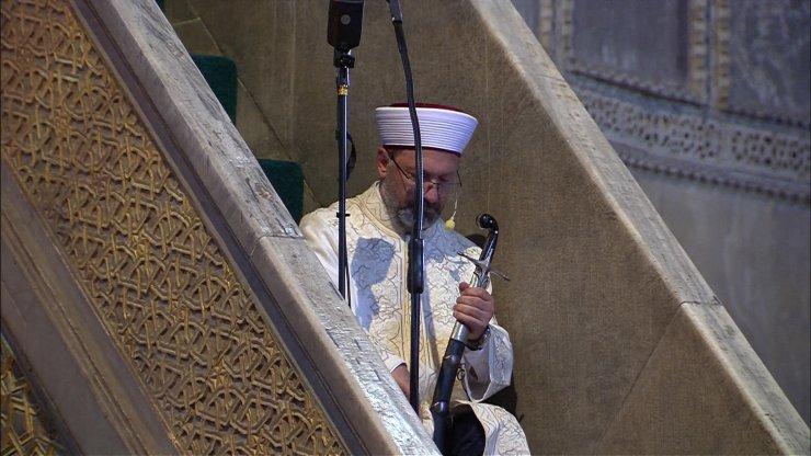 Diyanet İşleri Başkanı Erbaş hutbeye kılıç ile çıktı