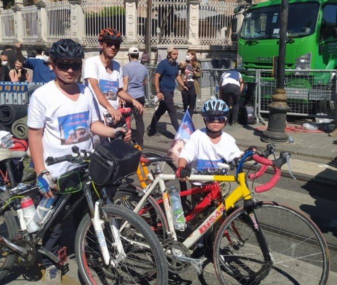 İlk cumayı kılmak için 48 saat pedal basarak ulaşan bisikletçiler hayatın mutluluğunu yaşadı