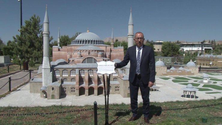 Konya'da Ayasofya'nın minyatürünün tabelası da değiştirildi