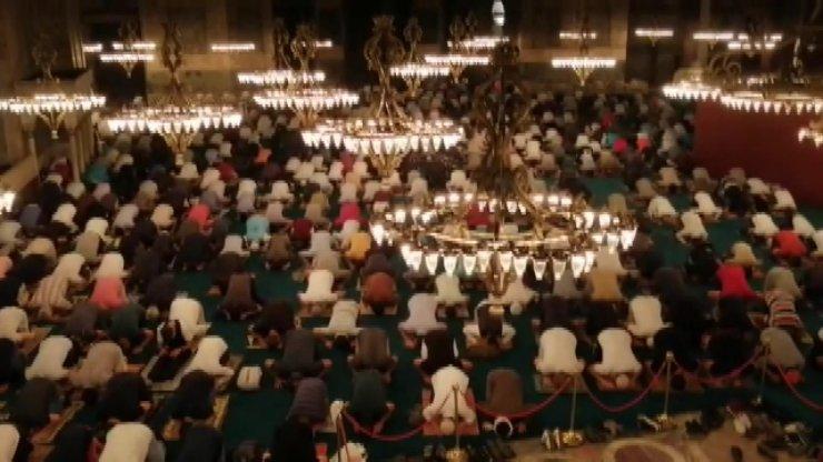 Ayasofya Camii'nde 86 yıl sonra ilk 'sabah namazı'