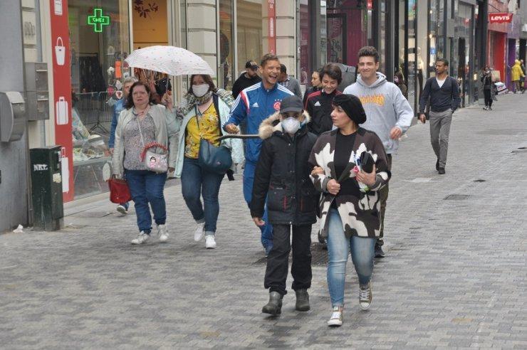 Belçika sokaklarında maske takmak zorunlu